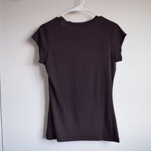 Dots Tops - Fitted brown v neck tee!